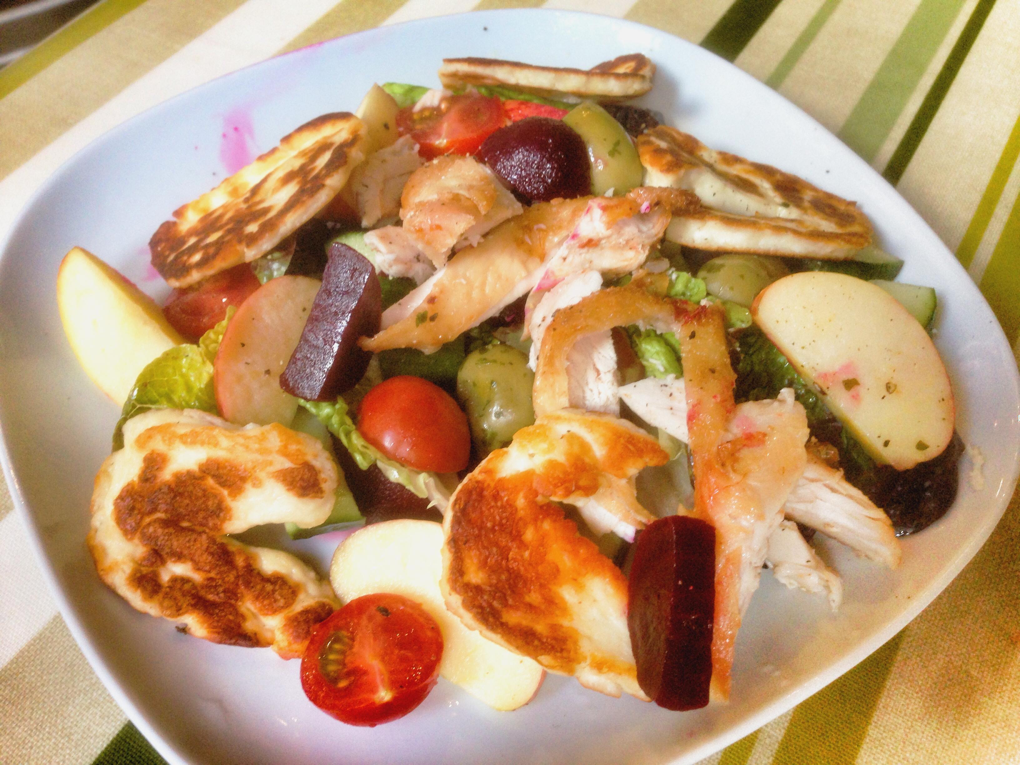 Chicken and halloumi salad